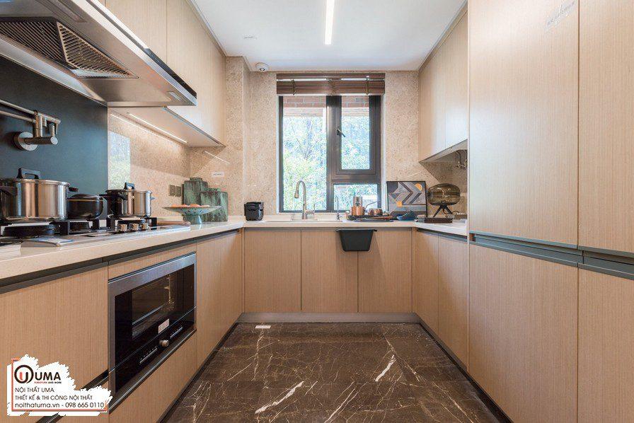 Tủ bếp gỗ xoan đào được đánh giá có độ bền chắc, nước màu gỗ tự nhiên, đẹp