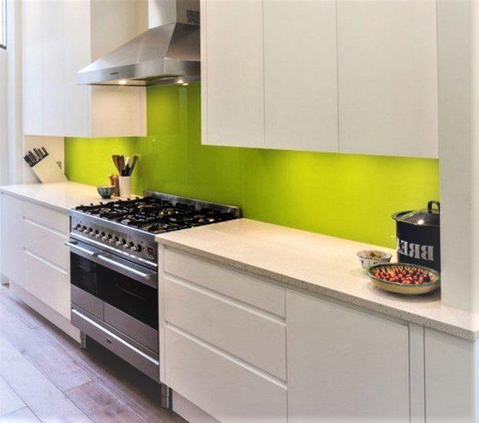 Gia chủ tuổi Quý Mùi nên chọn tủ bếp Acrylic màu trắng xanh