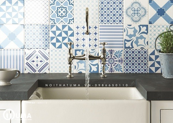 Không chỉ giúp căn bếp thêm sáng đẹp mà gạch ốp tường đẹp tông xanh dương tươi mát