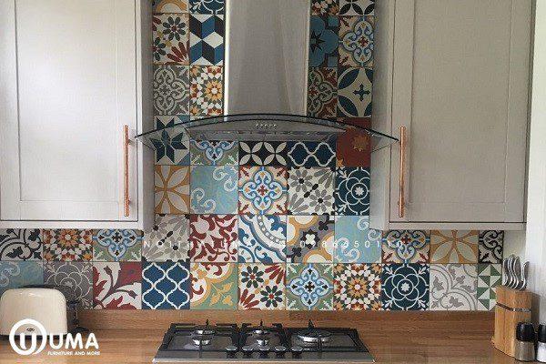 Trải nghiệm căn bếp được ốp mẫu gạch đa dạng sắc màu và họa tiết không gây nhàm chán cho người làm nội trợ