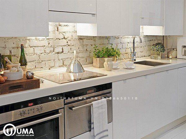 Mẫu gạch ốp bếp tuy đơn sơ thế thôi nhưng lại có thiết kế đầy tính nghệ thuật, cuốn hút trên từng chi tiết.