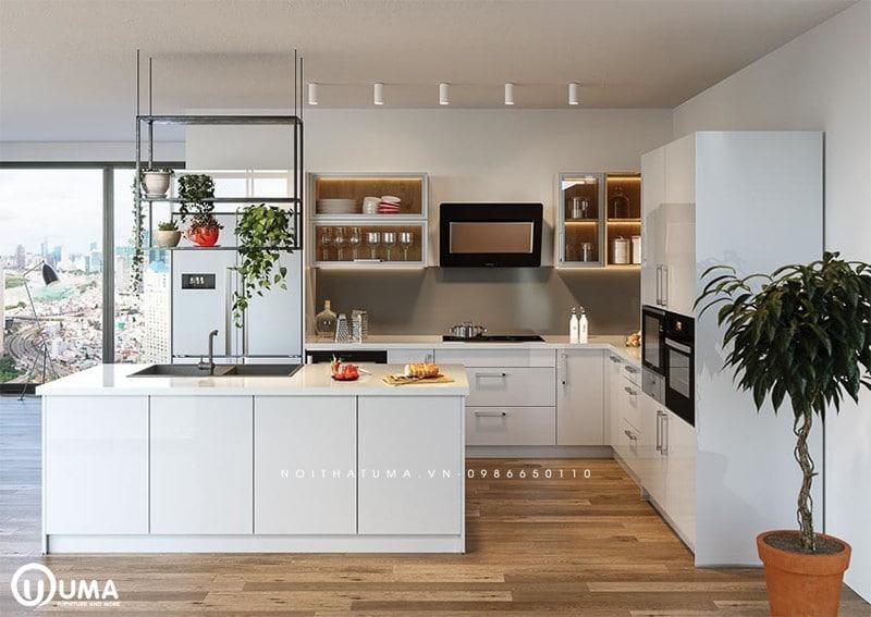 Không gian phòng bếp đối diện cửa chính