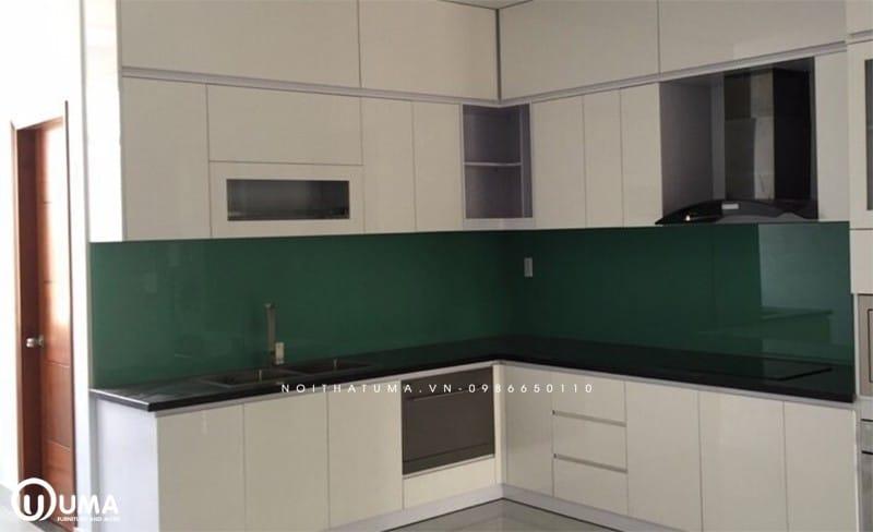 Kính bếp màu xanh rêu