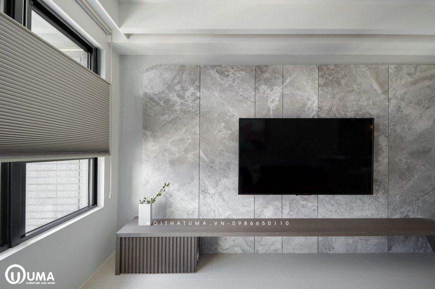 Điểm nhấn trên tường được sử dụng với chất liệu nhựa giả đá, khá sang trọng và hiện đại