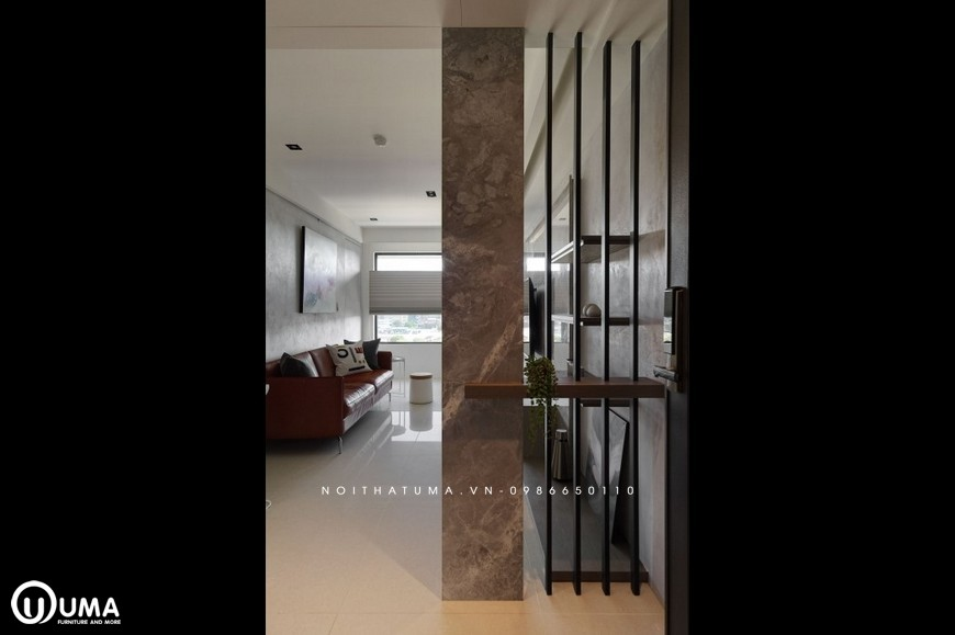 Chiếc vách ngăn giúp phân cách giữa 2 không gian, cũng tạo ra sự thông thoáng của căn hộ