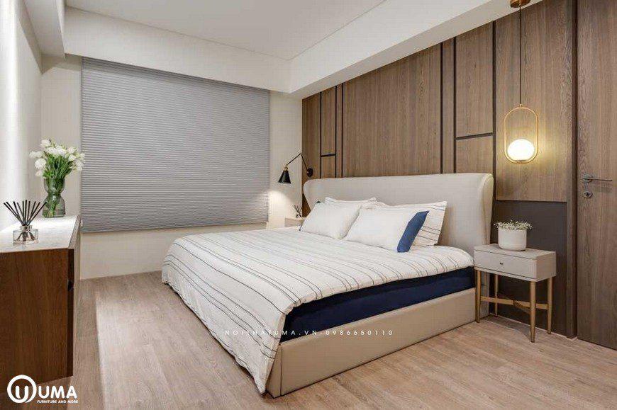 Giường được thiết kế với phong cách hiện đại, đặt giữa phòng tạo ra một không gian thoải mái