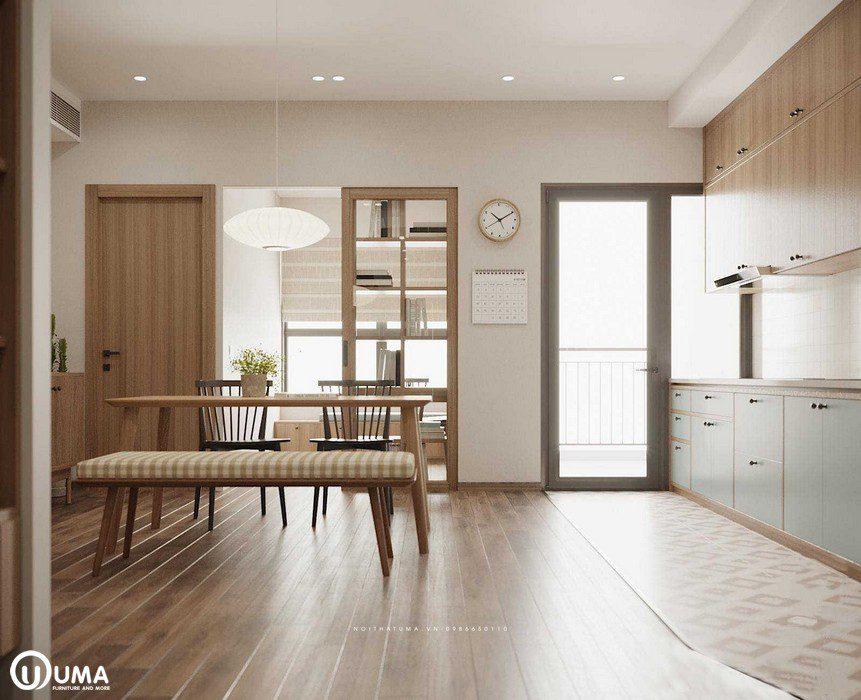 Thẳng không gian bếp đi ra có hướng cửa ra ban công, hưởng trọn ánh sáng tự nhiên chiếu vào căn phòng