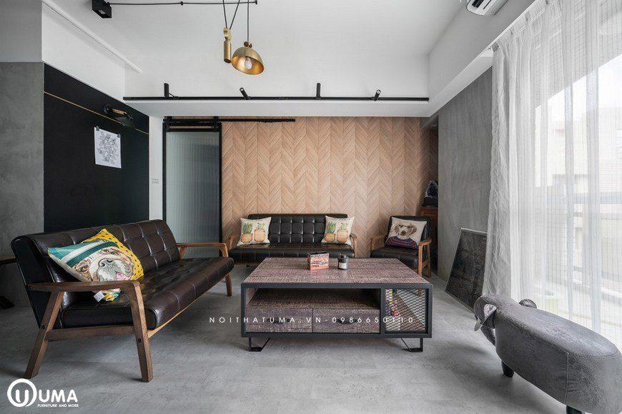 Bộ sofa kiểu dáng cổ đại, cùng với chiếc bàn chữ nhật, đã tạo ra sự khác biệt cho không gian của phòng khách