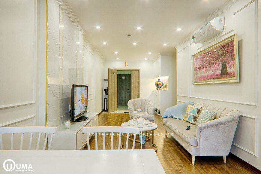 Bao chùm toàn bộ căn hộ, chị Liên đã lựa chọn với tôn màu trắng, cùng nối thiết kế mang đậm phong cách tân cổ điển