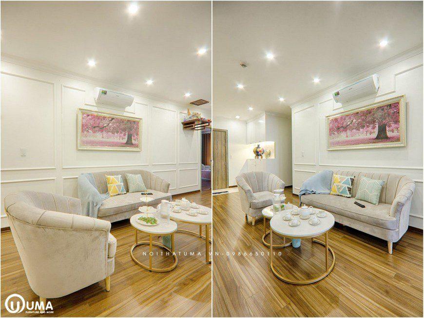 Bộ sofa với những chiếc hế tựa có chân vịt nhỏ nhắn, cùng chiếc bàn tròn nhỏ gọn, giúp tiết kiệm diện tích cho căn hộ