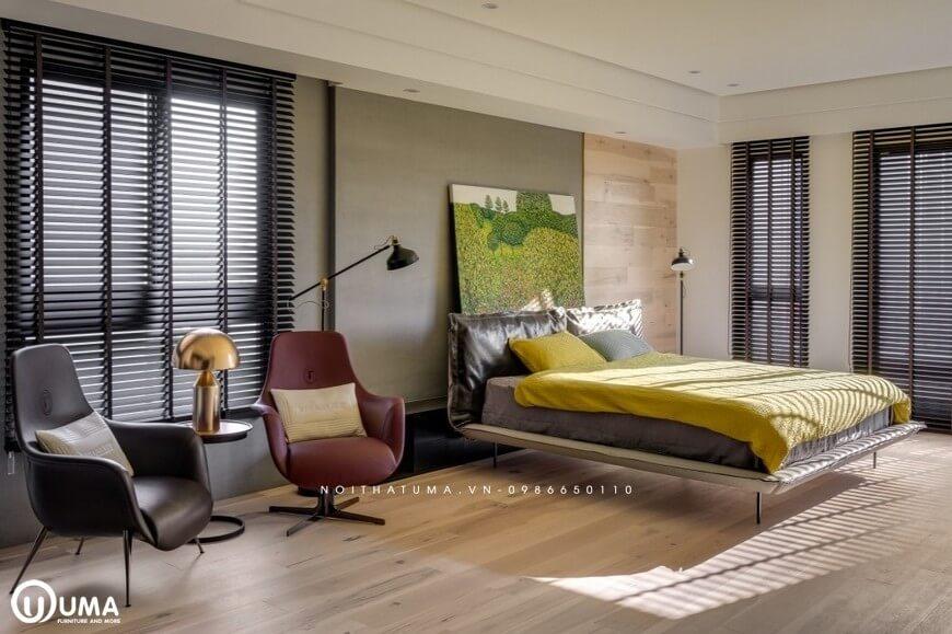 Chiếc giường ngủ được thiết kế ngay bên cạnh, mỗi khi bạn muốn nghỉ ngơi ngay tại căn phòng này của mình