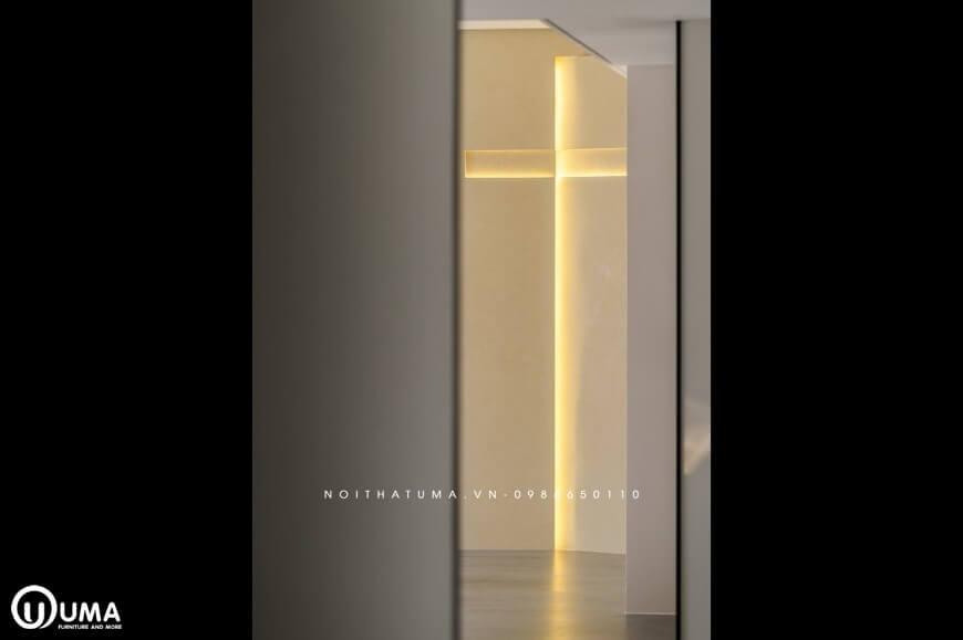 Hình ảnh chữ Thập được ghi lại, do Nội Thất UMA thiết kế với ánh điện vàng mang lại sự khác biệt