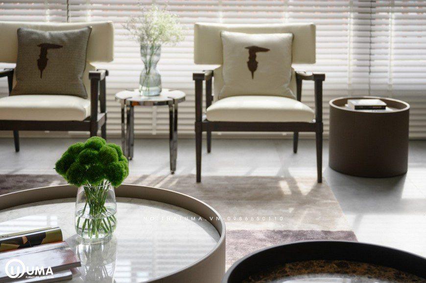 Phòng khách được kết hợp cùng với những chiếc bàn nhỏ nhắn, xinh xắn