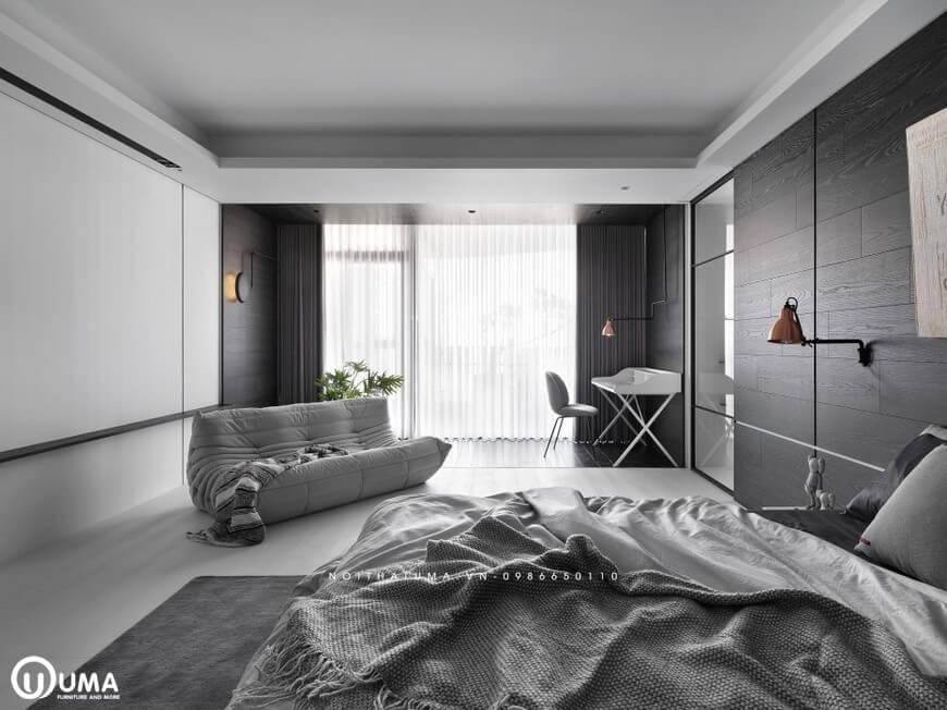 Bên khung cửa lớn được sử dụng với chiếc đệm gù dùng để nghỉ ngơi thoải mái ngay trong căn phòng