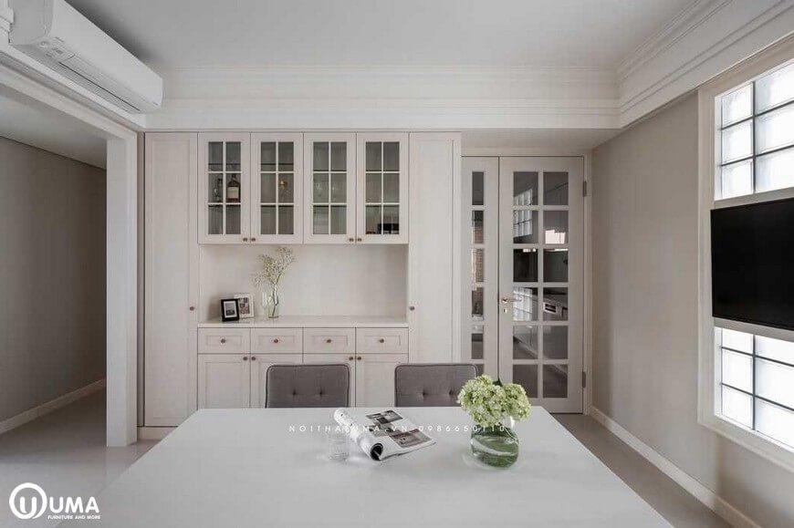 KTS thiết kế tủ trang trí ngay cửa đi vào cũng được thiết kế khá gọn gàng, ấn tượng, bắn kịch vào trần