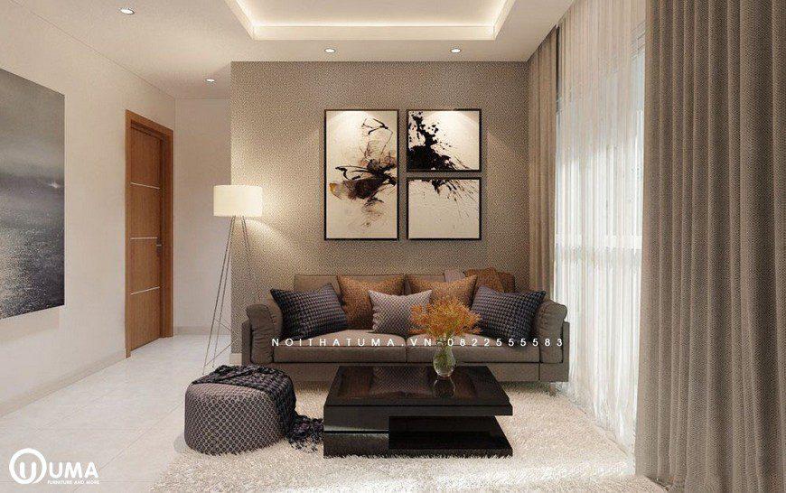 Bộ sofa được lựa chọn nhỏ nhắn, đặt trên chiếc thảm lông màu trắng cùng chiếc bàn vuông đen.