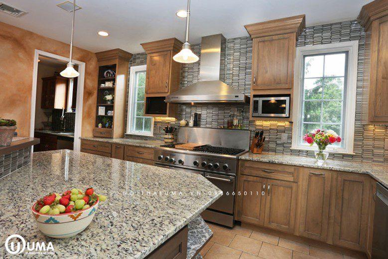Tủ bếp gỗ sồi Mỹ có bàn đảo UMA
