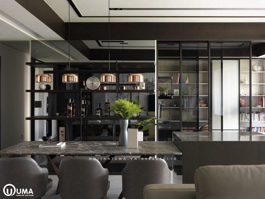 Cả không gian liền mạch từ tủ rượu đến tủ sách đã tạo ra một không gian thông thoáng và thoải mái