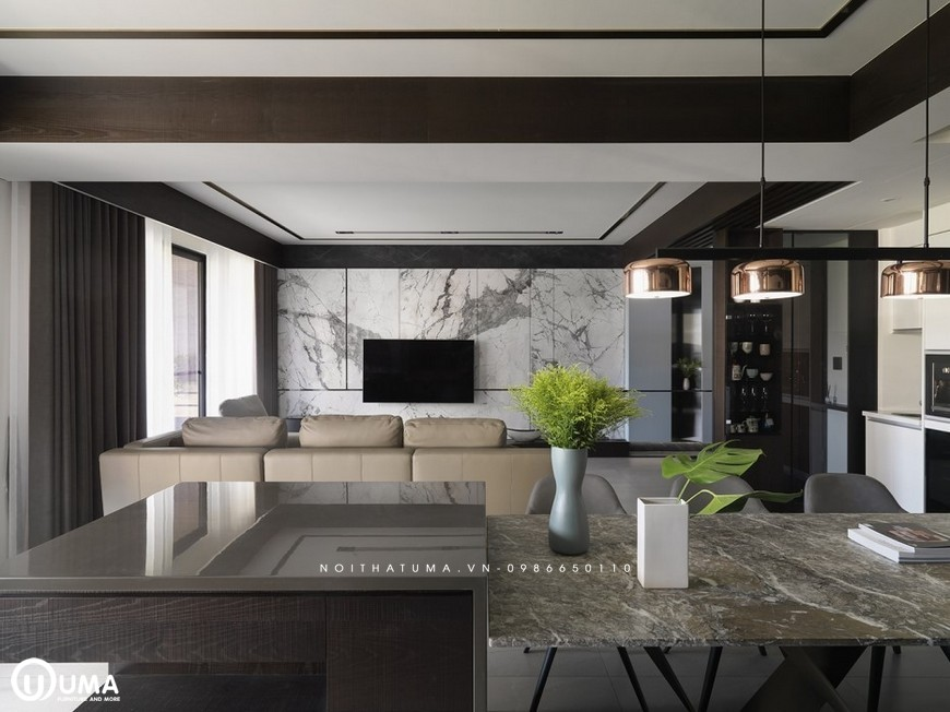 Ngay sau phòng khách là không gian phòng ăn, được thiết kế khá đặc biệt. với chiếc bàn dá nhỏ nhắn, gọn gàng