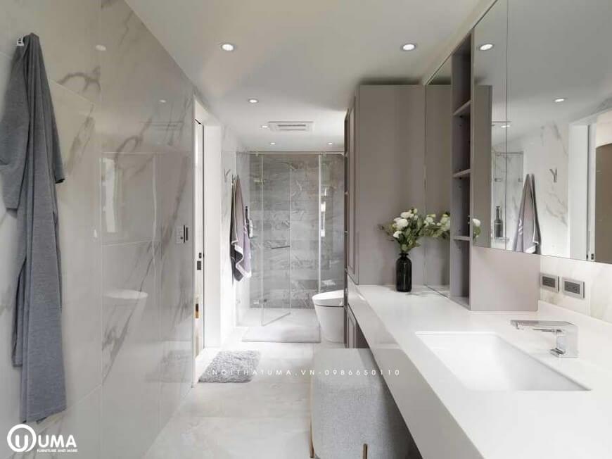 Không gian phòng vệ sinh được trang bị khá đầy đủ các thiết bị từ bồn rửa mặt, carbi tắm, bệ vệ sinh,....