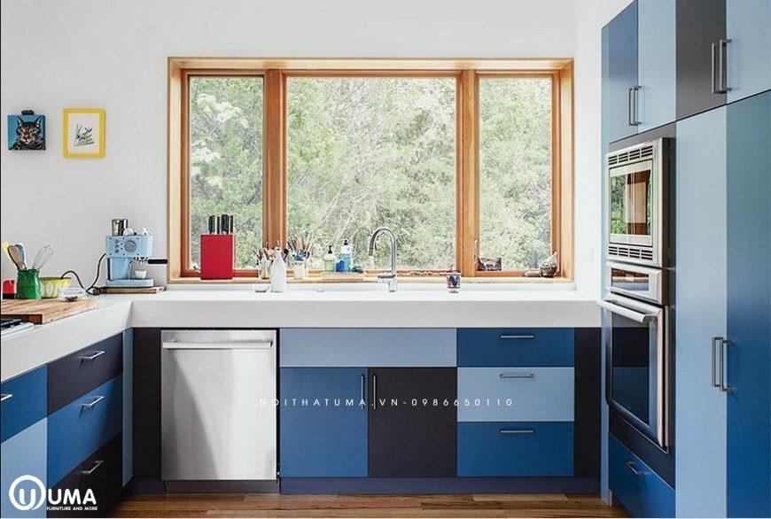 Tủ bếp Acrylic chữ U có cửa sổ mang dộ thông thoáng cho căn bếp